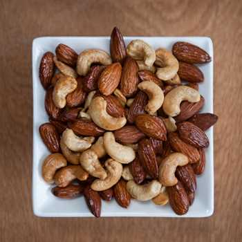 Smoked Almonds & Cashews
